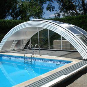 Abri bas de piscine de forme cintrée arrondi