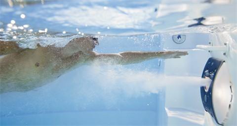 Exemple de système de nage à contre courant luxe de piscine