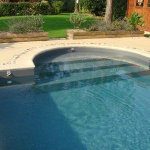 Escalier de piscine romane extérieure