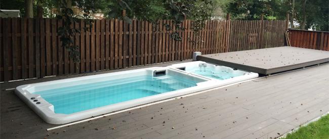 Le spa de nage peut être intégré dans un environnement dédié.